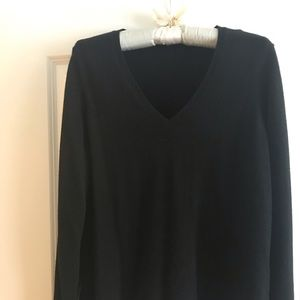 Ann Taylor Cashmere Black pre-love V neck sweater
